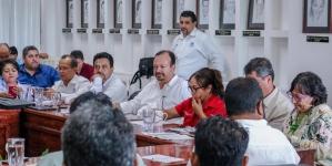 Con Bienpesca, al que tienen derecho, Conapesca atiende a pescadores michoacanos que bloquean el puerto