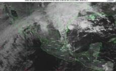¡Bajo lluvia! Y descargas eléctricas y granizo en Coahuila, Nuevo León y Tamaulipas; baja la temperatura a 35 °C en 20 estados