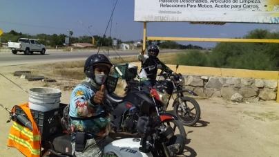 En moto por lobinas de El Carrizo, Sinaloa