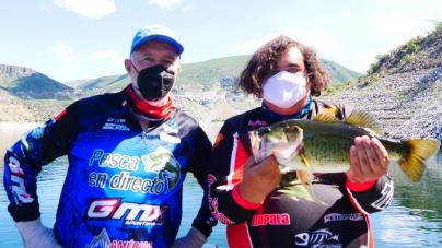 Pescando con Hugo González en Zimapán… la nueva normalidad